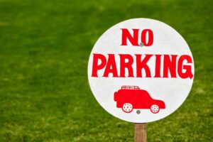 No parking sign on green lawn